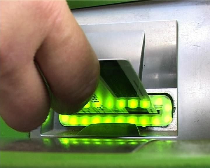 Безработному в российской столице усмехнулась фортуна: банкомат поошибке выдал мужчине полмиллиона руб.