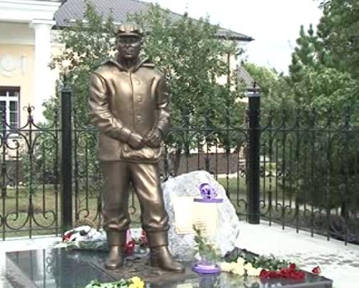 https://mirbelogorya.ru/images/stories/news/2017/08/pamyatnik-shahteru.jpg